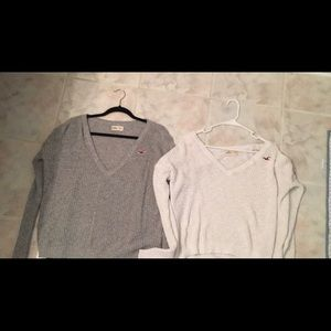 Hollister sweaters . Grey and white size xs/sm.